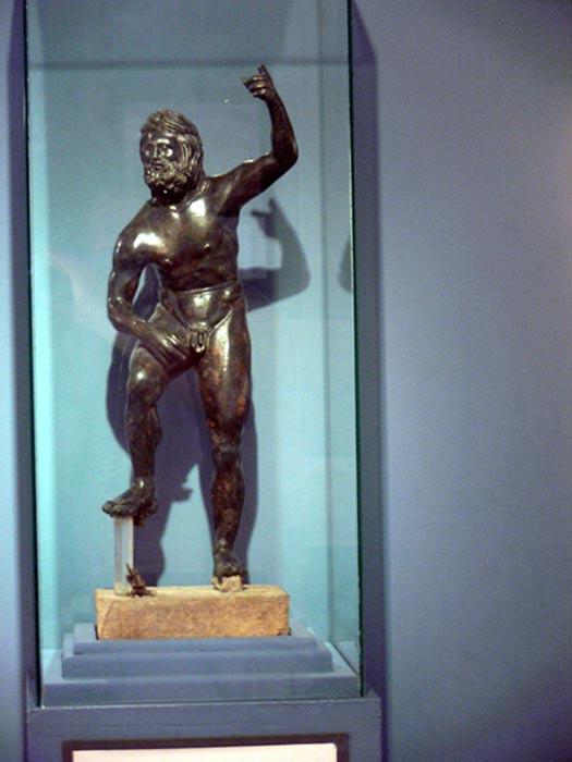 Estatua de Poseidón, Museo de Pella (Grecia). (CC BY-SA 2.0 de)