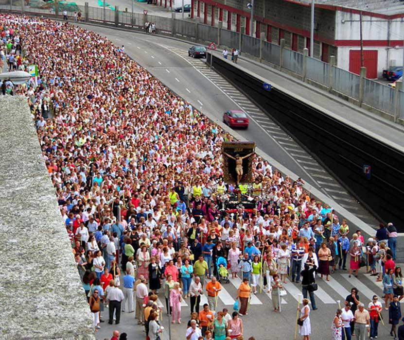 Procesión del Cristo de la Victoria por las calles de Vigo, Galicia (España). (farrangallo/CC BY SA 2.0)