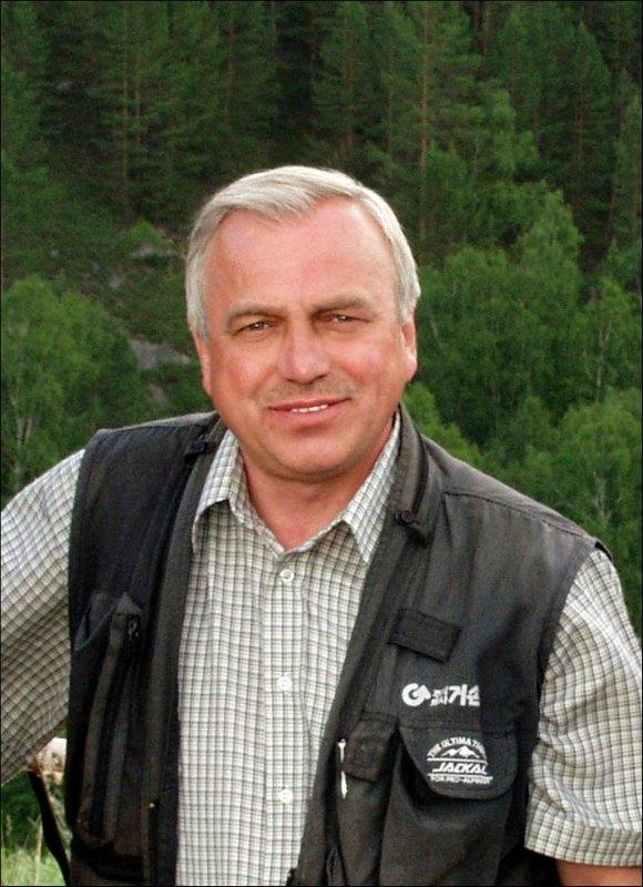 El profesor Mikhail Shunkov, director del Instituto de Arqueología y Etnografía de Novosibirsk, ha declarado que «Este es un hallazgo único de esta temporada, que puede incluso calificarse de sensacional.» (Fotografía: Siberian Times/IAET SB RAS)
