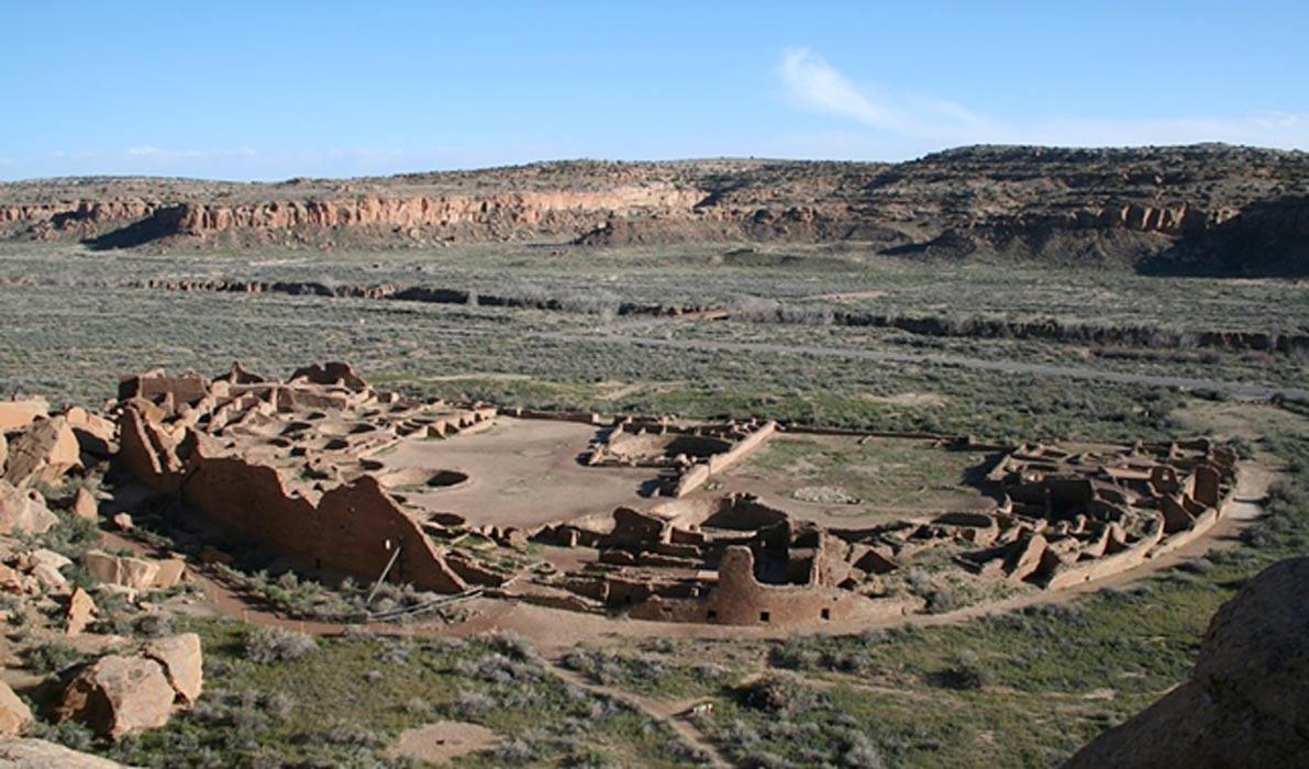 Pueblo Bonito, la mayor de las 'Grandes Casas' del cañón del Chaco, Nuevo México. (Public Domain)