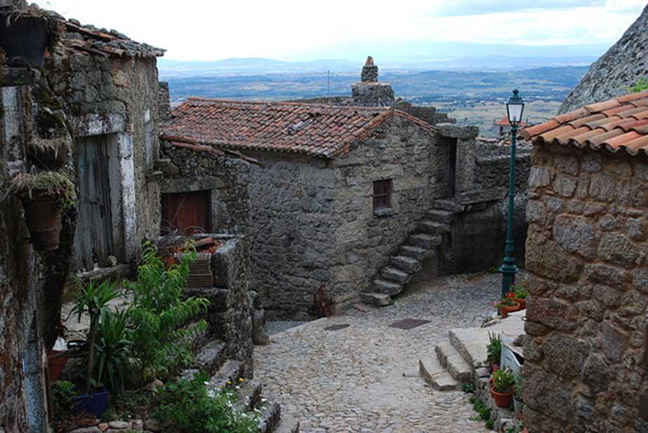El pueblo conserva gran parte de su estructura medieval original. (CC BY-SA 3.0)