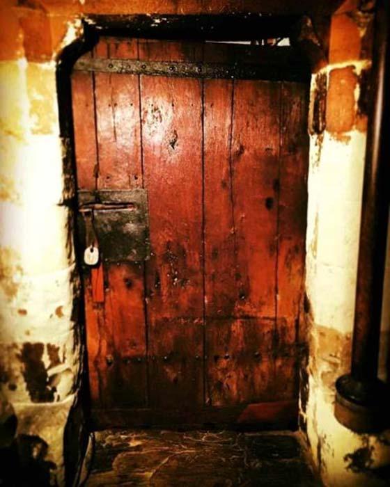Puerta anglosajona de la Abadía de Westminster. (defnoops/imgur)