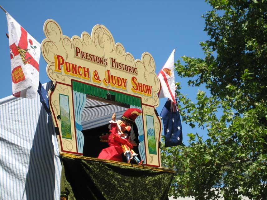 Polichinela en plena actuación en Adelaida, Australia (Foto: chazzvid / Wikimedia Commons)