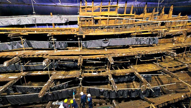 El casco del Mary Rose, durante las labores de reconstrucción llevadas a cabo en el año 2013. (Fotografía: Clarín/AP)