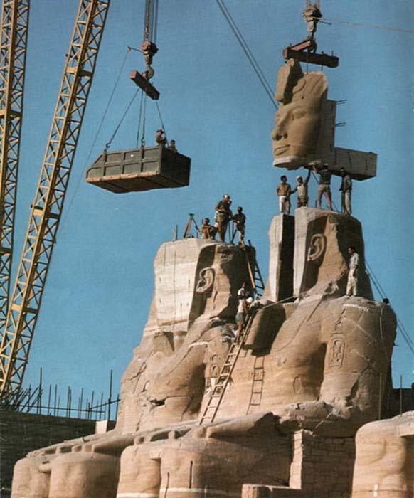 El desmontaje y la reconstrucción de Abu Simbel constituyeron una impresionante gesta de ingeniería (Dominio público)