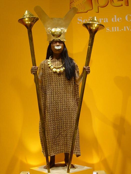 Recreación de la Señora de Cao basada en los objetos hallados en su tumba. (Public Domain)