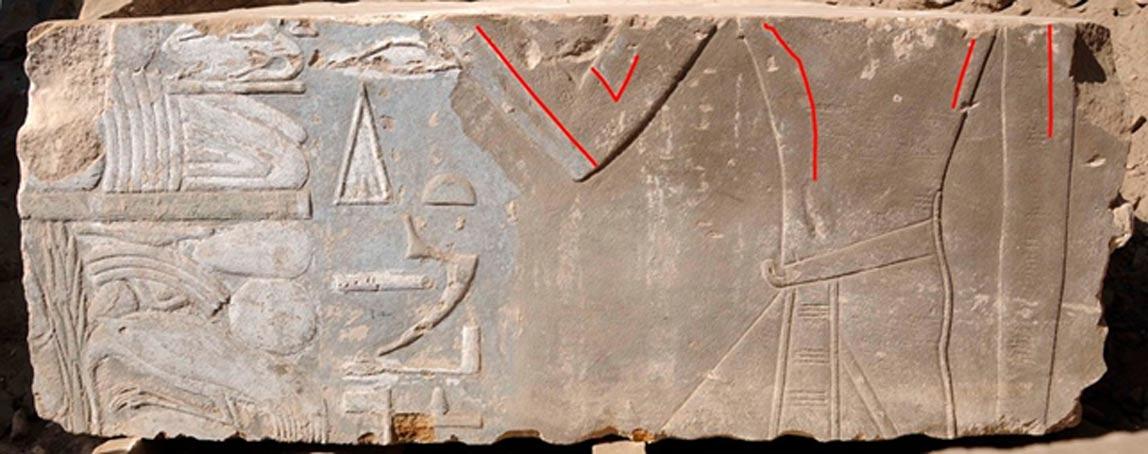 Representación femenina de Hatshepsut (marcada por trazos rojos), reemplazada más tarde por la imagen de un rey varón. (Instituto Arqueológico Alemán)