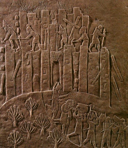 La campaña de Asurbanipal contra la cercana Susa aparece triunfalmente reflejada en este relieve que ilustra el saqueo de Susa del año 647 a. C. La ciudad es pasto de las llamas mientras soldados asirios proceden a su demolición con picos y palancas y se llevan sus despojos. Imagen meramente ilustrativa. (CC BY-SA 3.0)