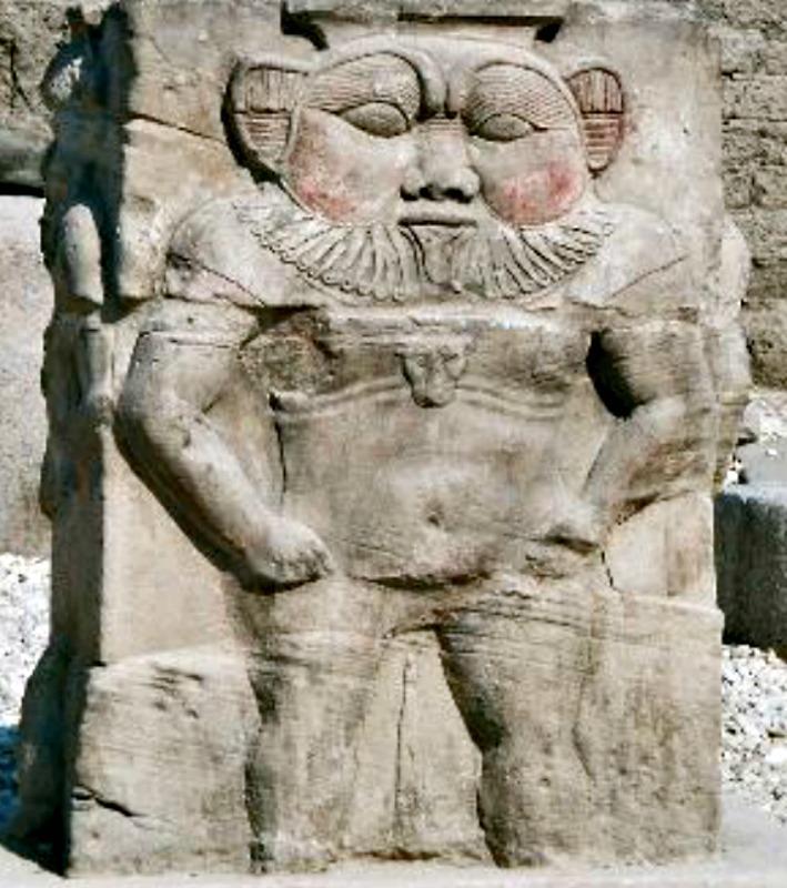 Relieve del dios Bes descubierto en Dendera, Egipto. (Hajor/GNU Free)