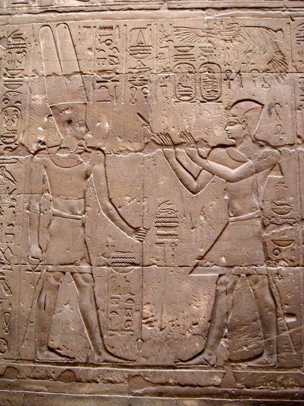 Relieve de Alejandro Magno ante Amón-Ra. Templo de Luxor, Egipto. (Neithsabes/CC BY-SA 3.0)