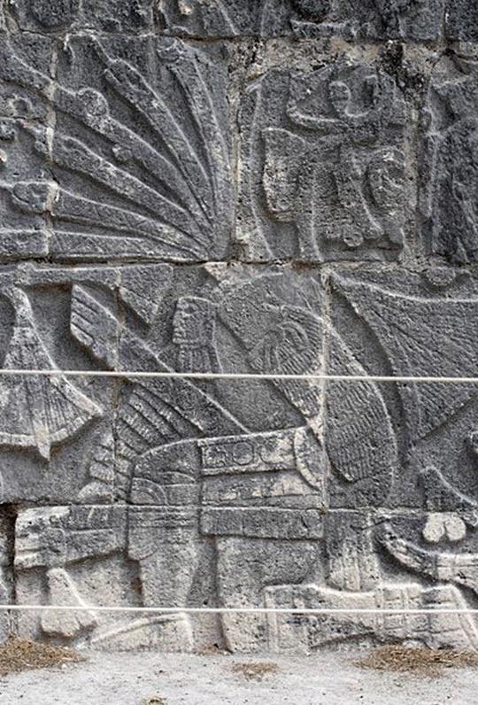 Escultura en relieve de la Gran Cancha de Juego de Pelota de Chichén Itzá, mostrando a un jugador de pelota decapitado. (Wikimedia Commons)
