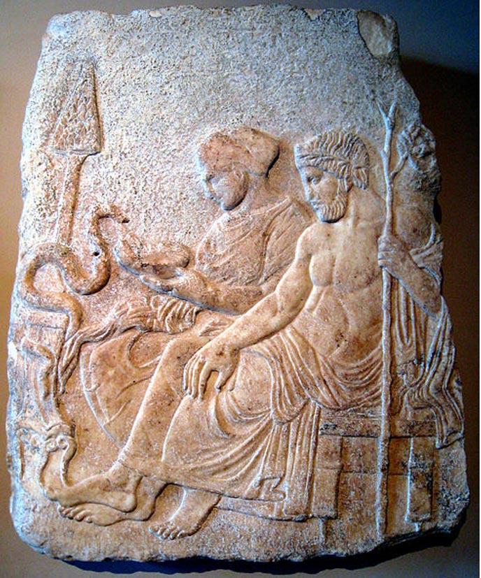 Relieve de mármol en el que aparecen Asclepio y su hija Hygeia procedente de Therme, Grecia, finales del siglo V a. C. Museo Arqueológico de Estambul (Public domain)