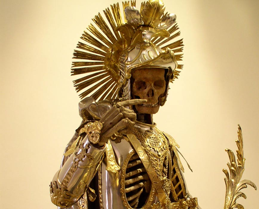 Reliquia de las Catacumbas de San Pancracio. Fotografía tomada en la exposición del Museo Histórico de St. Gallen en Wil, Suiza. (CC BY 2.5)