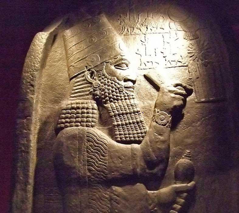 Museo de Berlín: réplica de una estela con la efigie del rey Asaradón. (CC BY-NC-SA 2.0)