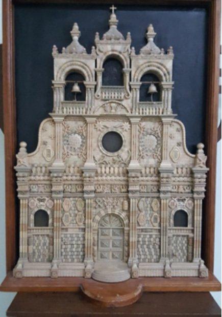 Réplica de mármol de la iglesia de Guano. Fotografía cortesía de Chris Aguilar