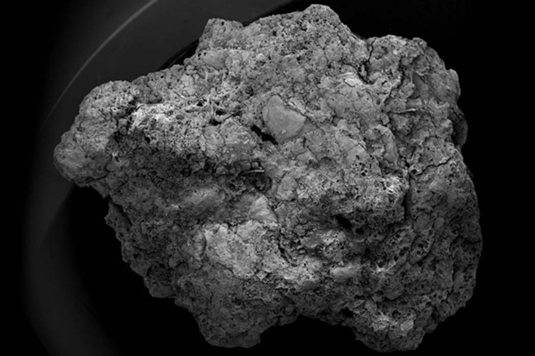 Los indicios que apuntan a la elaboración de cerveza en la Edad de Hierro, potencialmente desde ya el 400 a. C., fueron descubiertos en el terreno como pequeños fragmentos de restos carbonizados procedentes del proceso de elaboración de cerveza, siendo excavados junto con otros hallazgos arqueológicos. (GOV.UK/Open Government License v1.0)