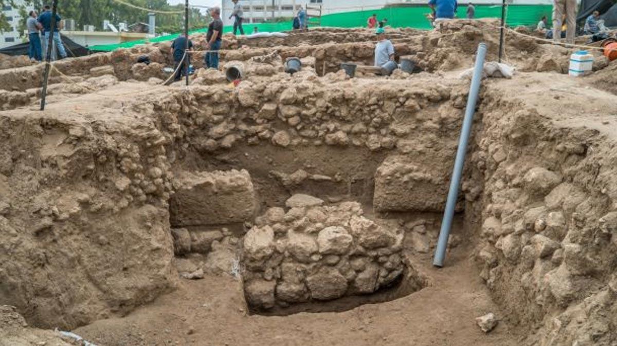 Restos de la ciudadela cananea al descubierto en la ciudad de Nahariya, Israel. (Eran Gilvarg, IAA)