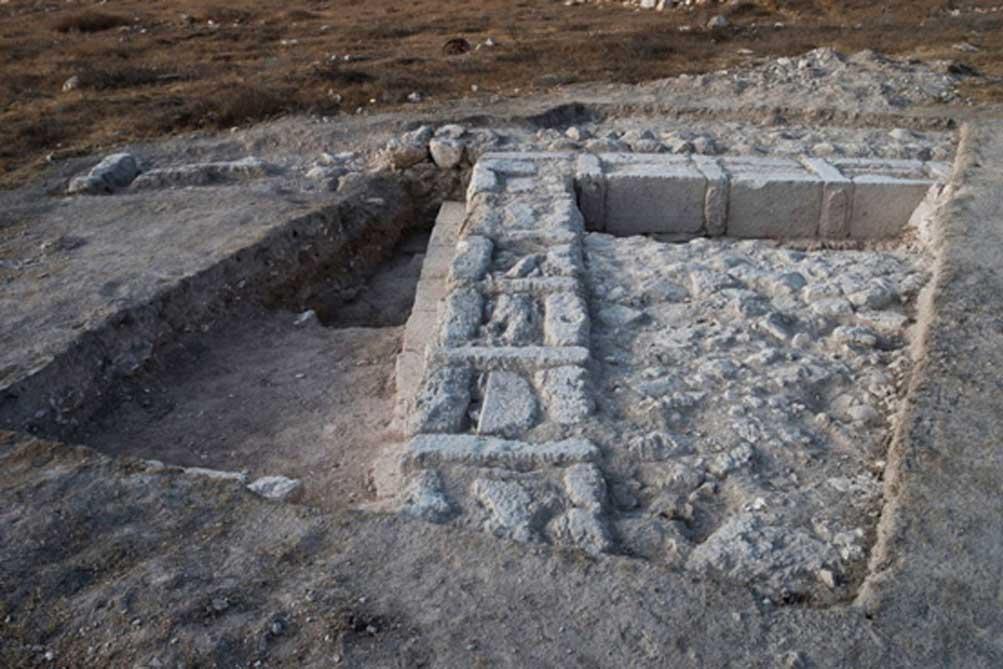 Los restos de la estructura indican que fue intencionadamente desmantelada, posiblemente por los asmoneos (Imagen: Dane Christensen)