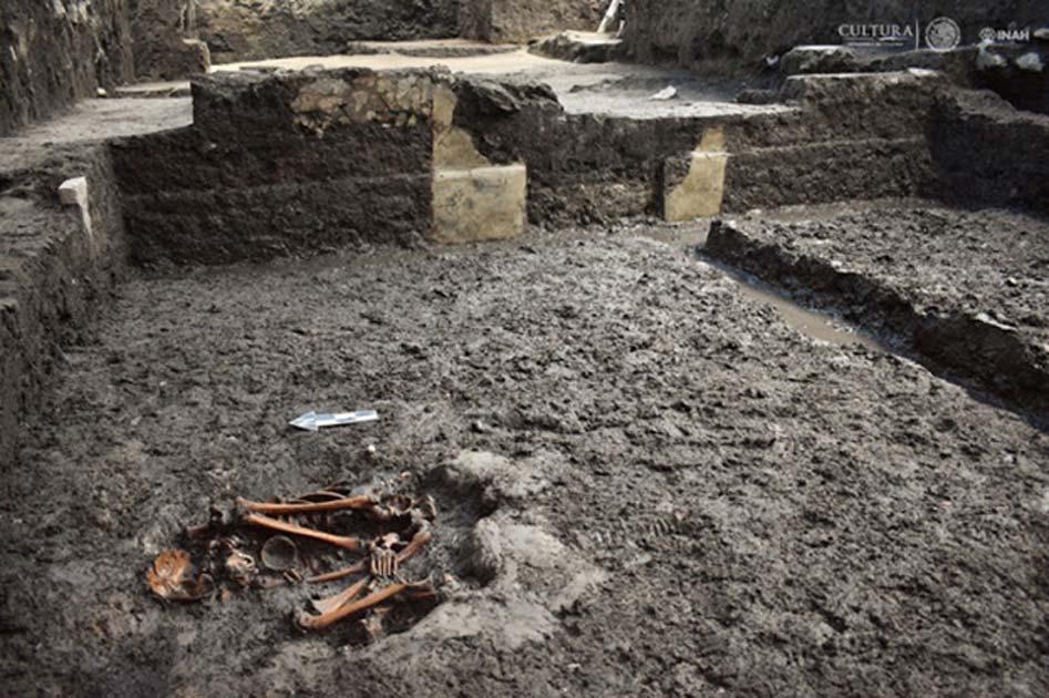 Restos humanos hallados en el antiguo yacimiento azteca de Colhuacatonco (Fotografía: María de la Luz Escobedo, INAH)