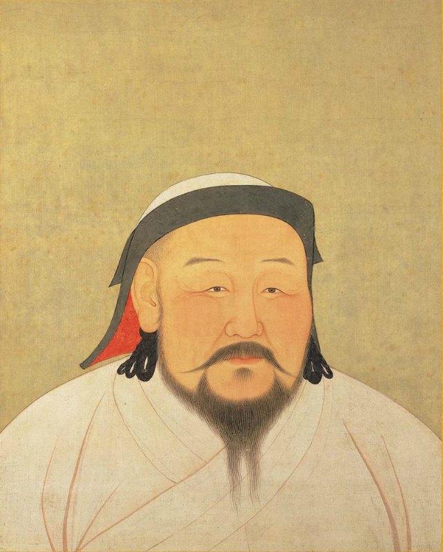 Retrato de Kublai Kan que refleja su posible aspecto en la década de 1260, aunque la pintura es póstuma y fue realizada poco después de su muerte, en febrero de 1294, obra del artista y astrónomo nepalí Anige. Se encuentra expuesta actualmente en el Museo del Palacio Nacional de Taipei, Taiwán, y está pintada sobre seda. Las ropas blancas que viste Kublai reflejan su papel simbólico como chamán religioso mongol. ( Public Domain )