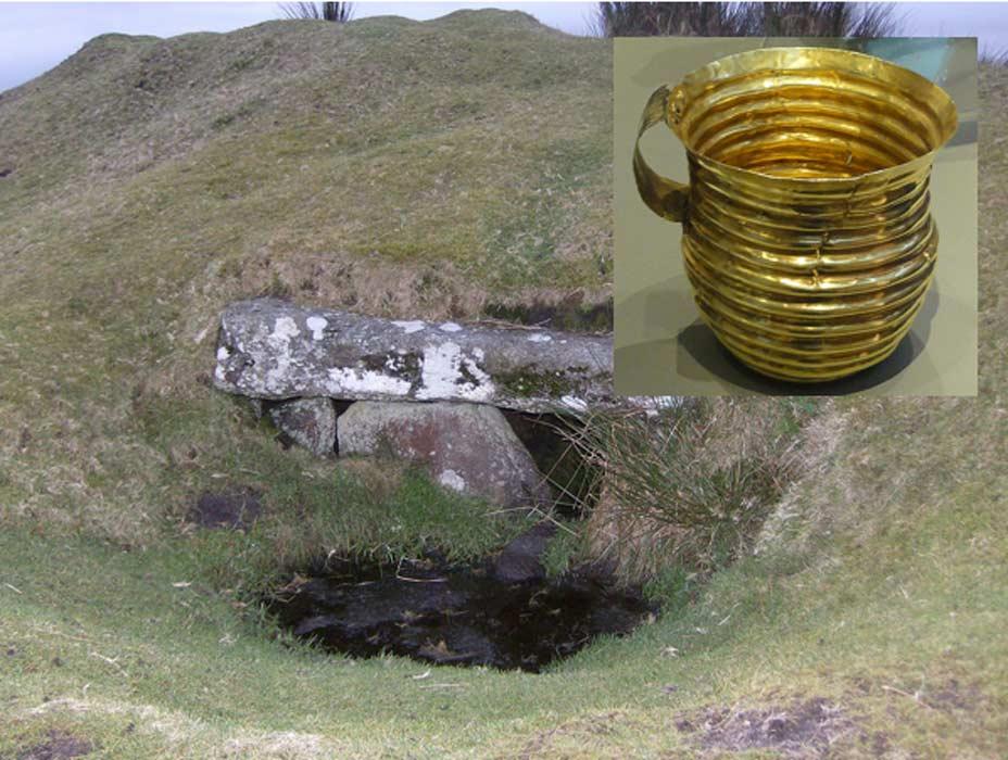 Rillaton Barrow, antiguo túmulo funerario de Bodmin Moor. Detalle: La copa de oro descubierta en su interior. (Public Domain)