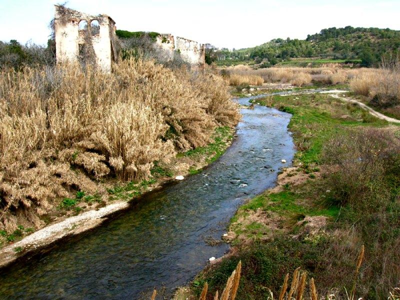 El río Francolí a su paso por Masó, Tarragona, España. (Public Domain)