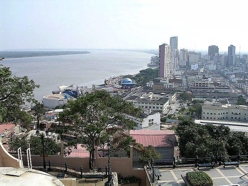 El río Guayas visto desde el cerro de Santa Ana en Guayaquil. La Cultura Chorrera utilizó este río y sus afluentes para expandirse y como lugar de aprovisionamiento. (Public Domain)