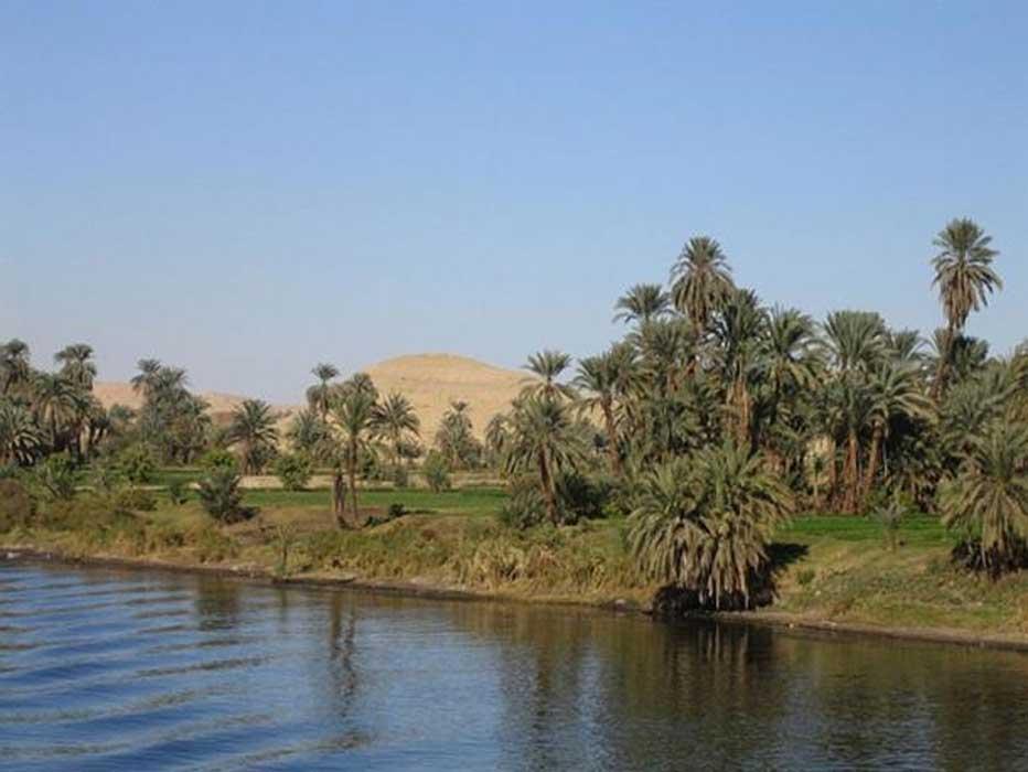 El río Nilo desde una embarcación en un tramo de su cauce entre Luxor y Asuán. (Dominio público)