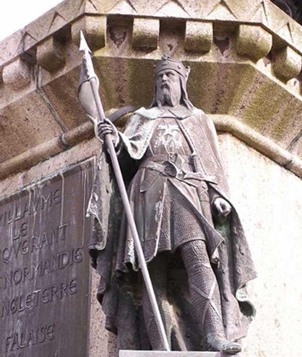 Roberto el Magnífico como parte de la estatua de los Seis Duques de Normandía que se alza en la plaza mayor de la ciudad de Falaise. (Michael Shea/CC BY SA 2.5)