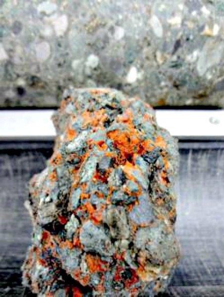 Una de las rocas recuperadas del cráter de Chicxulub. (Fotografía: ABC/ECORD_IODP)