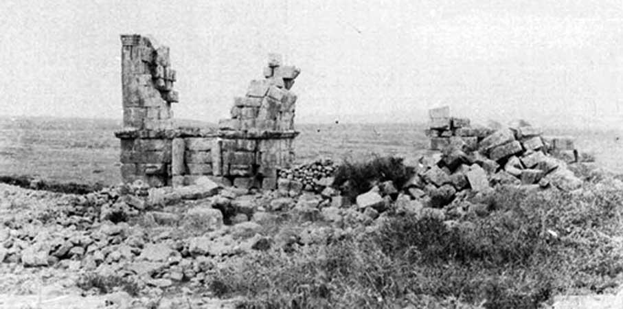 Restos de la basílica en 1887 antes de su restauración posterior. (Dominio público)