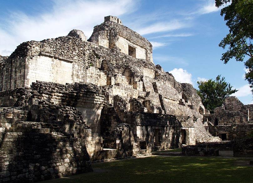 Vista parcial de las ruinas de Becán. (PhilippN/CC BY SA 3.0)