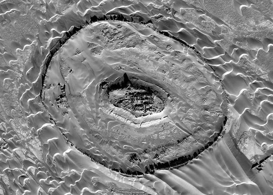 Imagen aérea de Tar-o-Sar, donde se han encontrado las ruinas de un asentamiento de la antigua civilización parta. (Digitalglobe, Inc.)
