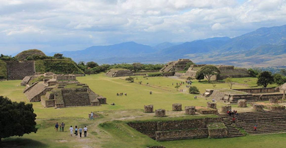 Panorámica de las ruinas zapotecas de Monte Albán, Oaxaca, México. (Public Domain)