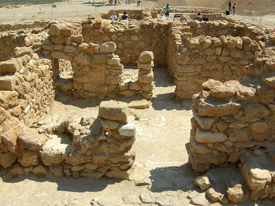 Ruinas de antiguas viviendas en Qumrán. (Dominio público)