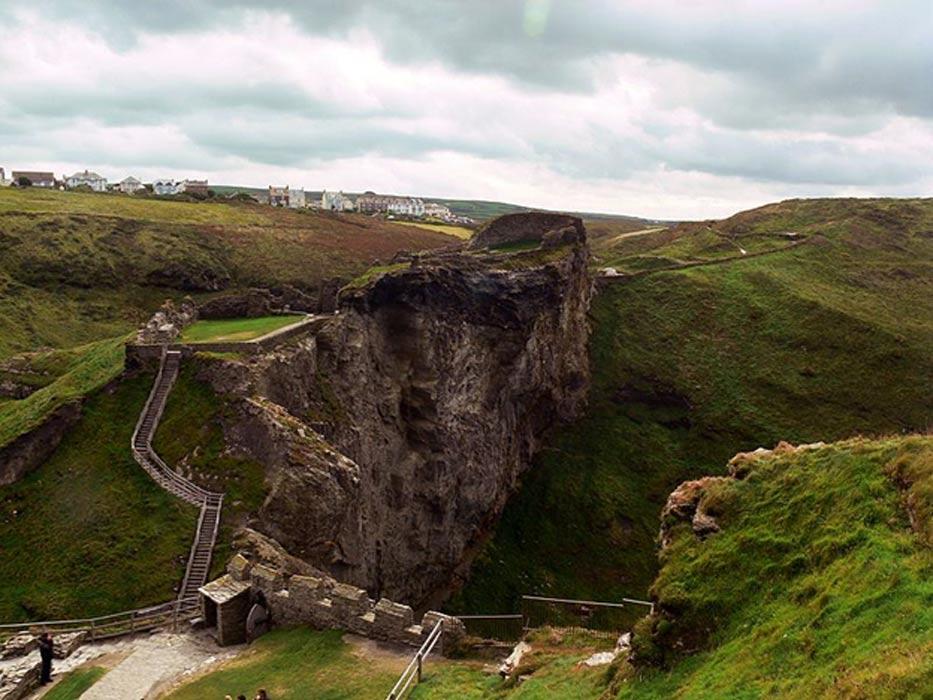 Ruinas de los patios superiores del Castillo de Tintagel, Cornualles. (Kerry Garratt/CC BY SA 2.0)