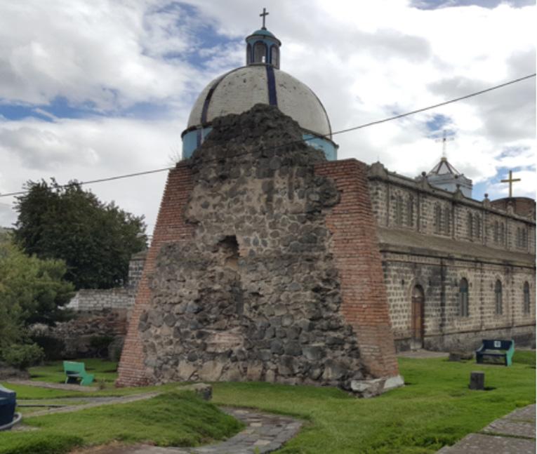 Ruinas de uno de los muros de la antigua iglesia de Guano. Fotografía cortesía de Chris Aguilar