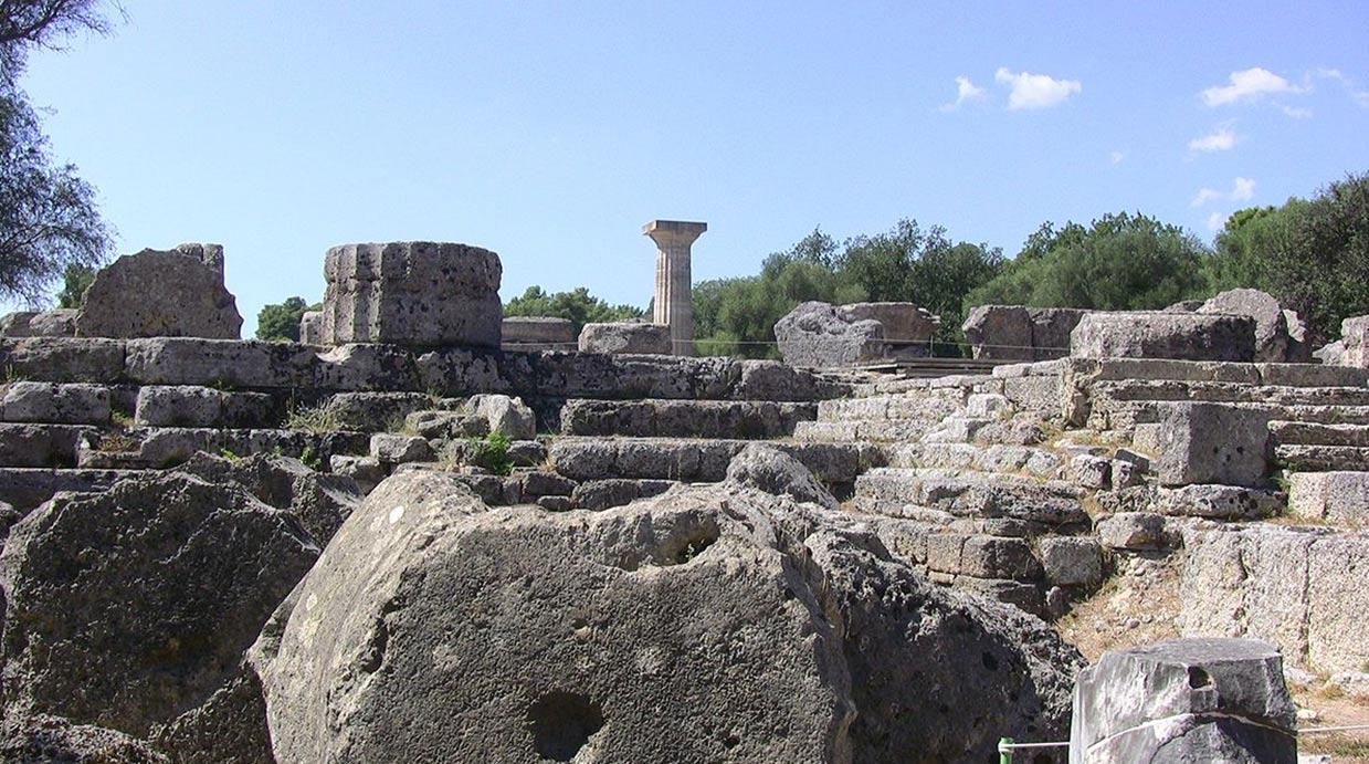 Las ruinas del Templo de Zeus en la Olimpia actual, Grecia. Fotografía por: troy mckaskle en 2011. (Wikimedia Commons)
