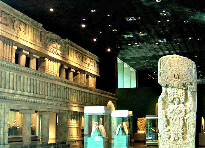 Vista parcial de la Sala Maya del Museo Nacional de Antropología de México. (Public Domain)