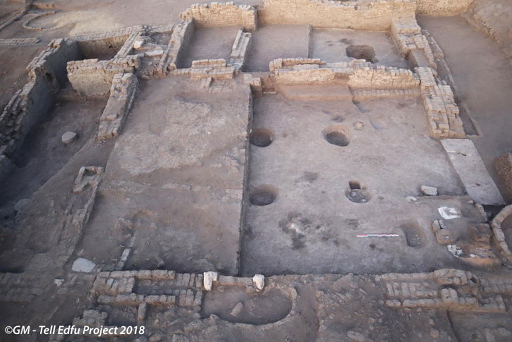 Vista (desde el este) de la sala columnada principal de la villa urbana de principios de la Dinastía XVIII recientemente descubierta en Tell Edfu. Crédito: Proyecto Tell Edfu
