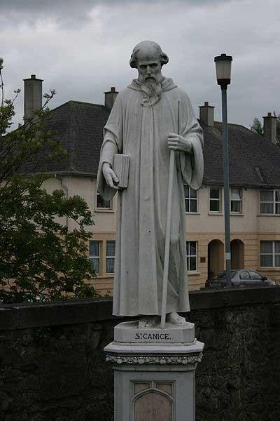 Estatua de San Canicio, Iglesia católica de St.Canice, Kilkenny, Irlanda. (CC BY SA 3.0)