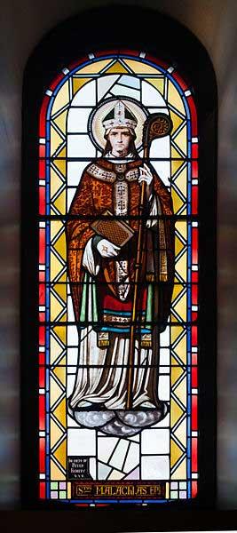 San Malaquías representado en una vidriera de la Catedral de la Inmaculada Concepción, Sligo, Condado de Sligo, Irlanda. (Andreas F. Borchert/CC BY SA 3.0)