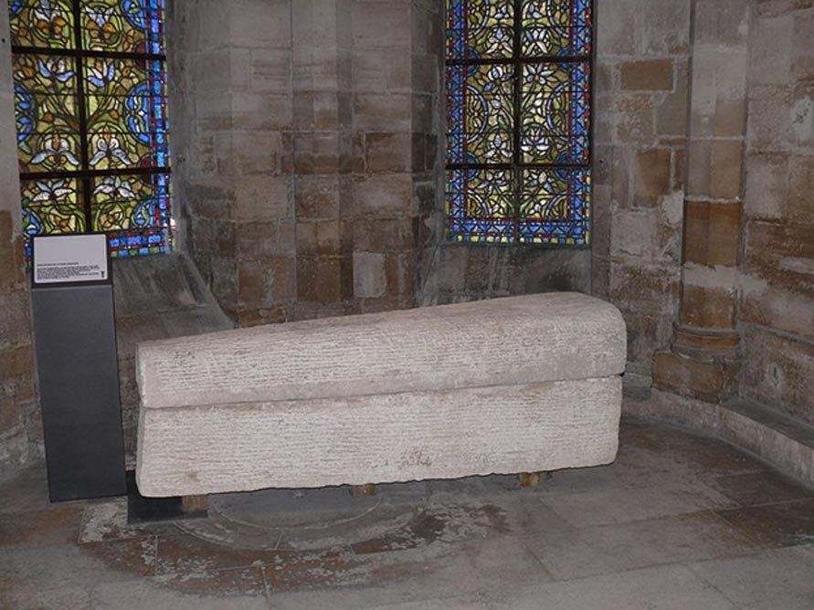 Sarcófago de la reina Arnegunda, basílica de Saint-Denis, París (Francia). (CC BY SA 3.0)