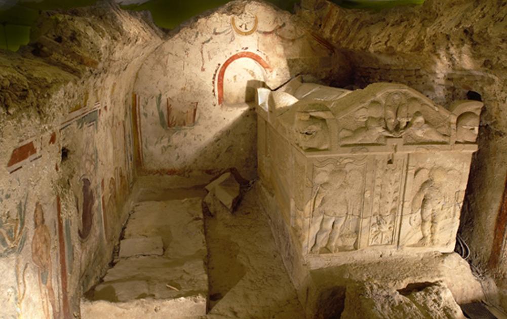Sarcófago y pinturas murales en la necrópolis cristiana de Pécs (Pecold/Fotolia)