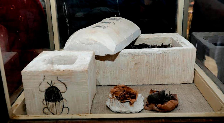 Los dos sarcófagos de piedra caliza contenían escarabajos momificados. Crédito: Ministerio de Antigüedades de Egipto