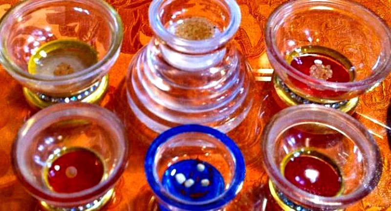 Reliquias budistas conocidas como sariras o ringsels, expuestas para los visitantes de los santuarios del centro Budista Jamyang de Londres, Inglaterra, el día 4 de septiembre del año 2010. (Fotografía: La Gran Época)