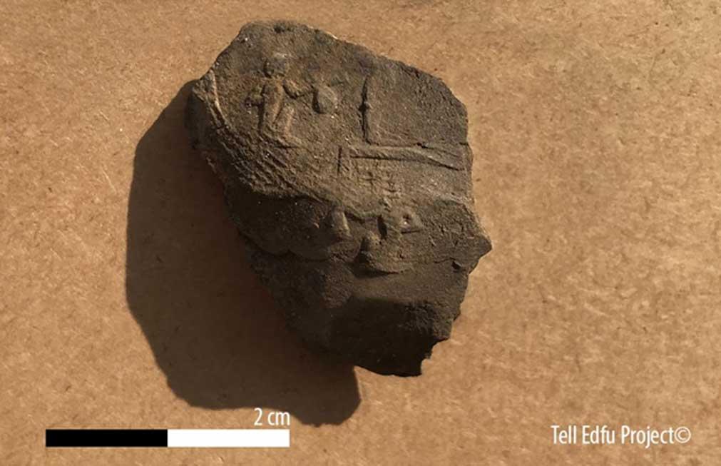 Distintivo de los sementiu grabado sobre un sello de arcilla. (Tell Edfu Project)