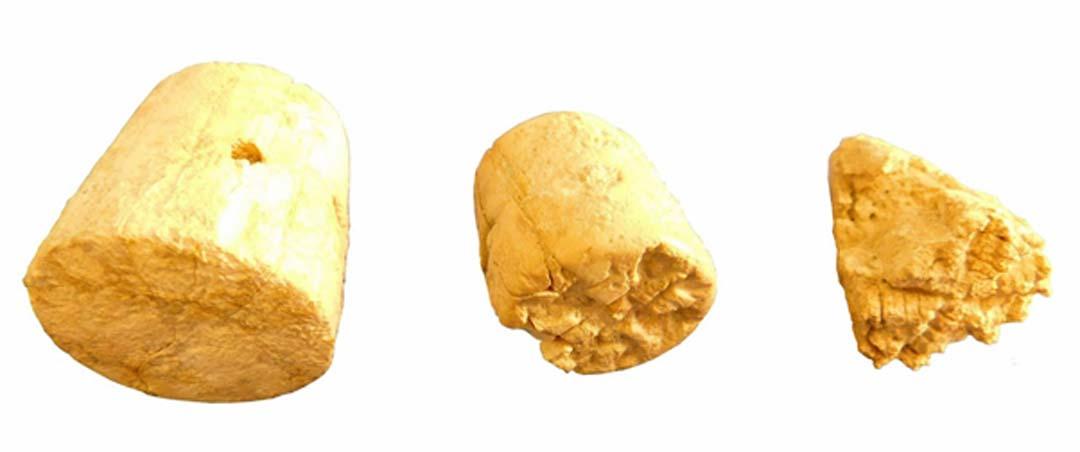 Sellos de marfil del período Minoico Temprano III hallados en el yacimiento.(Imagen: Culture.gr)