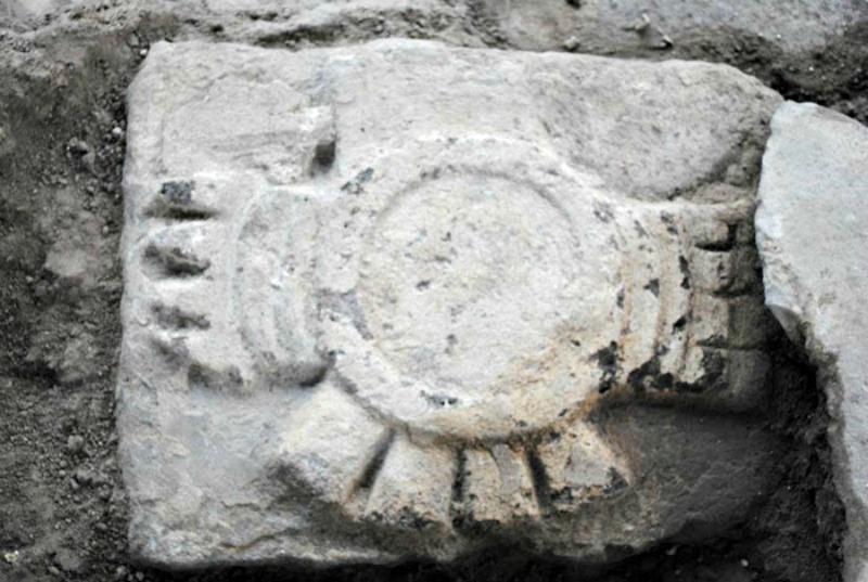 Según fuentes históricas, en el Cuauhxicalco se inhumaron las cenizas de varios emperadores mexicas. En la imagen, sillar labrado del Cuauhxicalco (Fotografía: Miriam G. Marín C. / MTM-INAH)