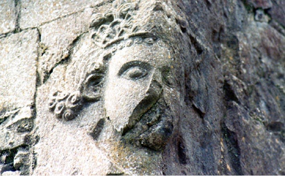 Sillar labrado con la efigie de Cathal, considerado a menudo el último 'gran' rey de Connacht (monastic.ie).
